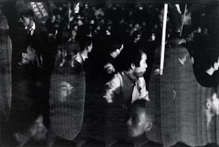 「抵抗」シリーズから ©北井一夫